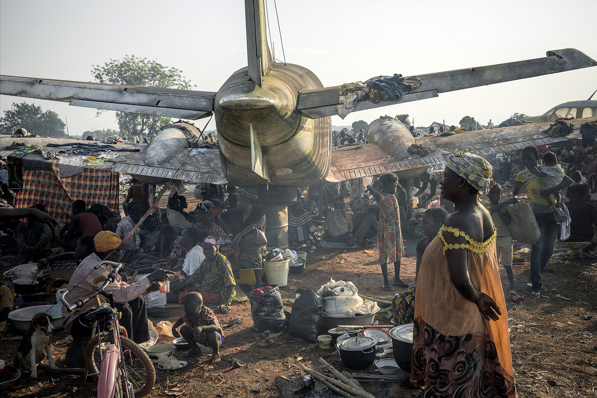 A camp built by some 100,000 internally displaced people (IDP) near Bangui's Mpoko airport, who took refuge here due to the French army presence nearby.. © William Daniels/Panos Pictures.