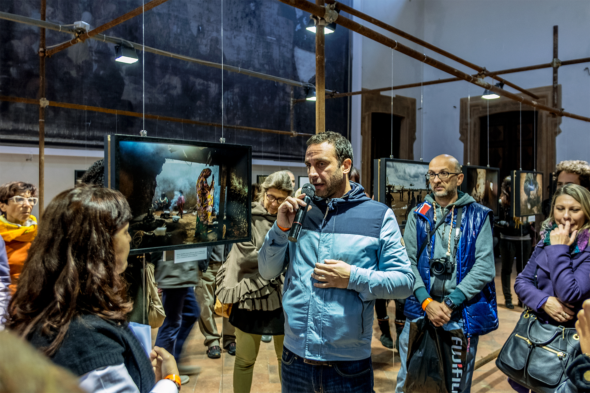 William Daniels during the guided tour of his exhibition C.A.R., set up at Palazzo Barni in Lodi. © FPmag.