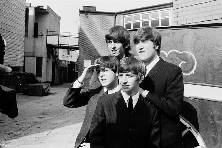 Astrid Kirchherr, I Beatles sul set di Hard Day's Night, 1964. © Ginzburg Fine Arts/Photo Astrid Kirchherr