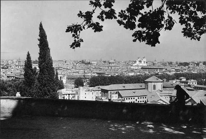 Ralph Deakin, View from the Janiculum, Gelatine silver print, 1930 circa. © Ralph Deakin / RIBA Collections