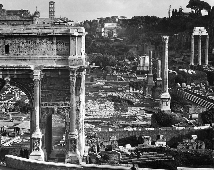 Edwin Smith, Roman Forum, with the Arch of Septimus Severus in the foreground, Gelatine silver print, 1970. © Edwin Smith / RIBA Collections