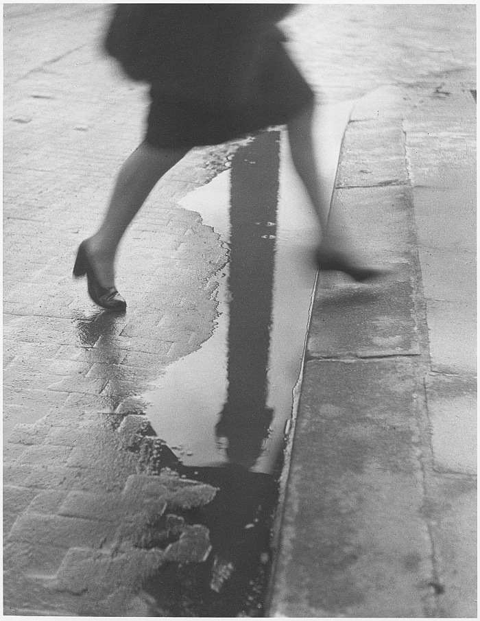 Willy Ronis, Place Vendôme, Paris, 1947. Willy Ronis, Ministère de la Culture / Médiathèque de l'architecture et du patrimoine / Dist RMN-GP © Donation Willy Ronis