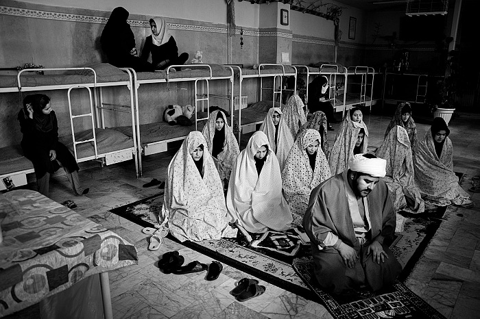 Short Story Award 2016. Waiting Girls. © Sadegh Souri.