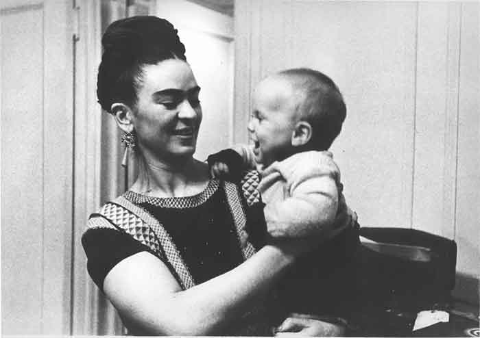 Lucienne Bloch, Frida with her godson, New York City, NY, 1938. © Lucienne Bloch