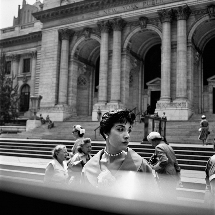 Vivian Maier, New York Public Library, New York, 1952 ca. © Vivian Maier/Maloof Collection, Courtesy Howard Greenberg Gallery, New York