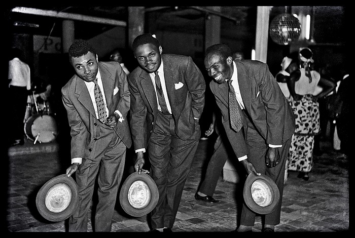 Jean Depara, Bienvenue à la fête, from the series Night in kinshasa, 1955-1965. © Jean Depara/Revue Noire.