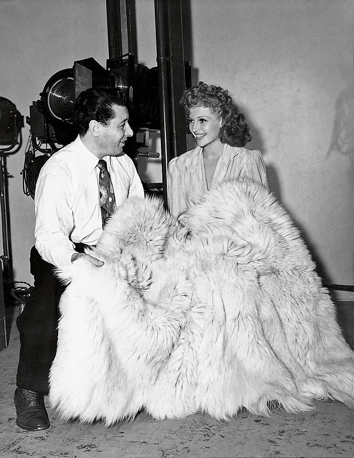 George Hurrell and Rita Hayworth at Columbia Pictures Studios, Los Angeles, 1942. © John Kobal Foundation.