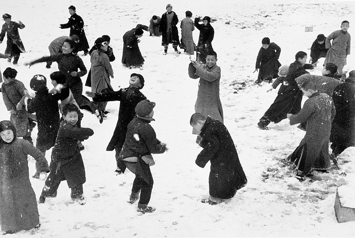 Robert Capa, Children playing in the snow, Hankou, China, March 1938. © Robert Capa International Center of Photography/Magnum Photos