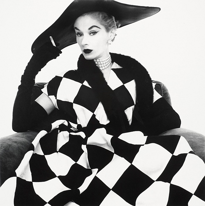 Irving Penn, Harlequin Dress (Lisa Fonssagrives-Penn), New York, 1950. © Condé Nast