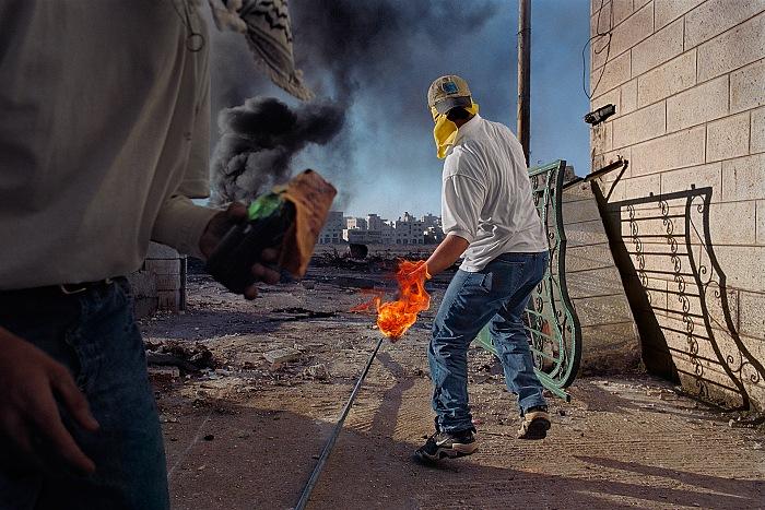 James Nachtwey, Protesters throwing petrol bombs during clashes between the Israeli troops and the local Palestinian population, Occupied Territories, West Bank, 2000. © James Nachtwey/Trustees of Dartmouth College