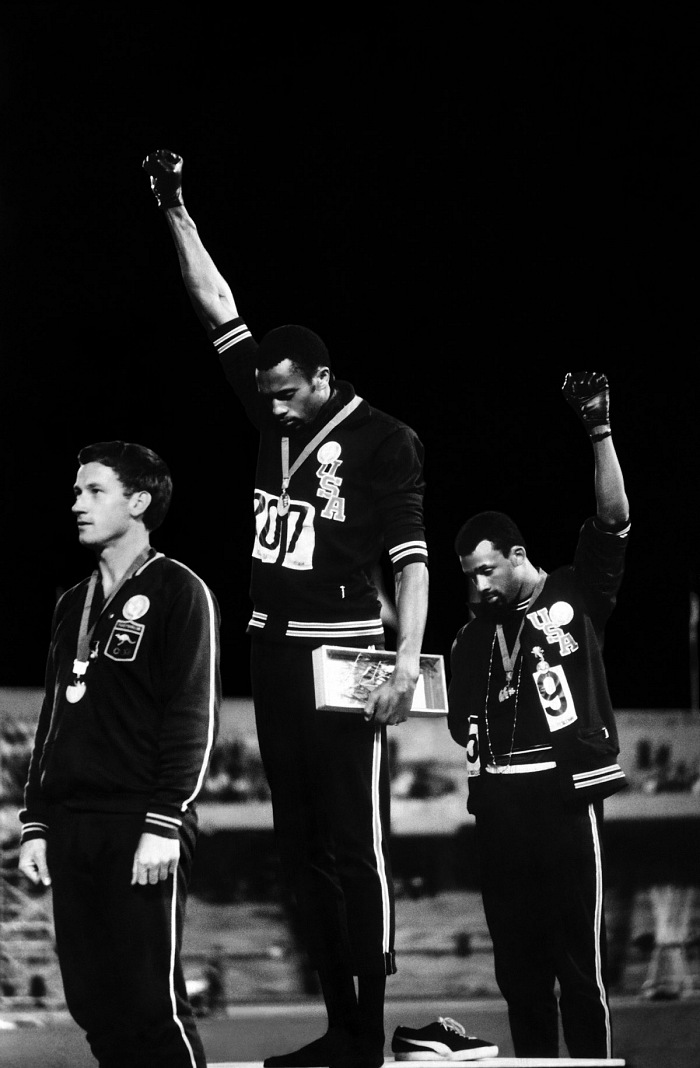 John Dominis, Saluto del Black Power alle Olimpiadi, Mexico City, 1968. © John Dominis/Time Inc