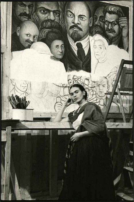 Lucienne Bloch, Frida in front of unfinished unity panel, New Workers School, NY. © Lucienne Bloch