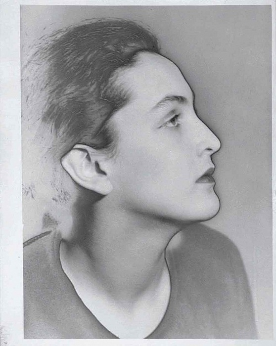 Man Ray (Emmanuel Radnitzky), Portrait of Meret Oppenheim, 1933. Silver gelatin print with partial solarisation, vintage 29x21.5 cm. © Man Ray Trust, Paris / Bildrecht, Wien, 2016. Courtesy FOTOGRAFIS Collection of Bank Austria – Member of UniCredit on permanent loan to Museum der Moderne Salzburg