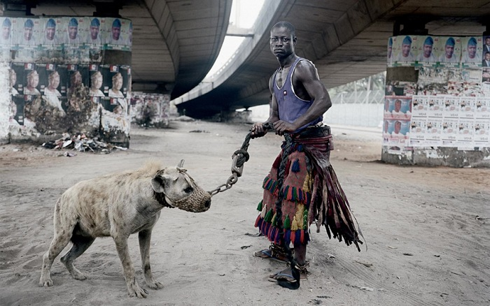 Dalla mostra Verisimilar worlds. The West African works, 2005 -2010 di Pieter Hugo. © Pieter Hugo