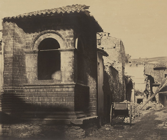 Robert MacPherson, Street View in Norcia, after the Earthquake, from casa Cipriani, 1860-61. Albumina, 31x37 cm. Courtesy Biblioteca Luigi Poletti, Modena