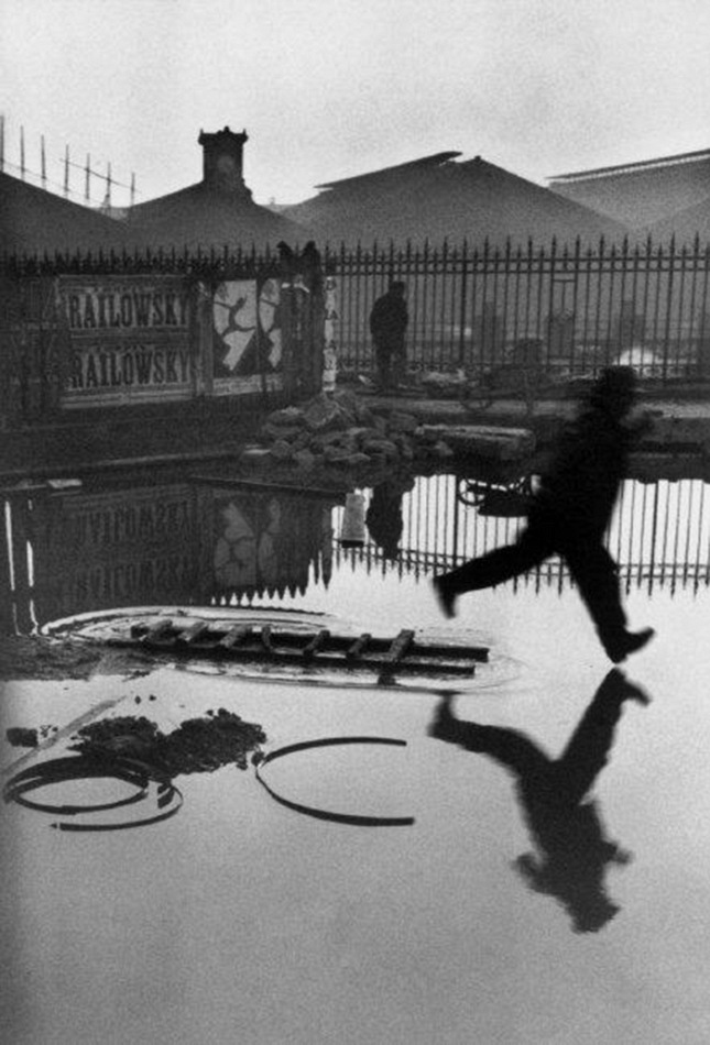 Henri Cartier-Bresson, Place de l'Europe, Stazione Saint Lazare, Parigi, Francia 1932 © Henri Cartier-Bresson/Magnum Photos