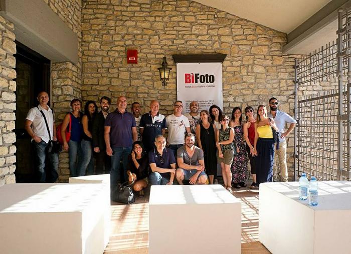 Amici e collaboratori del BìFoto Fest. © BìFoto Fest.