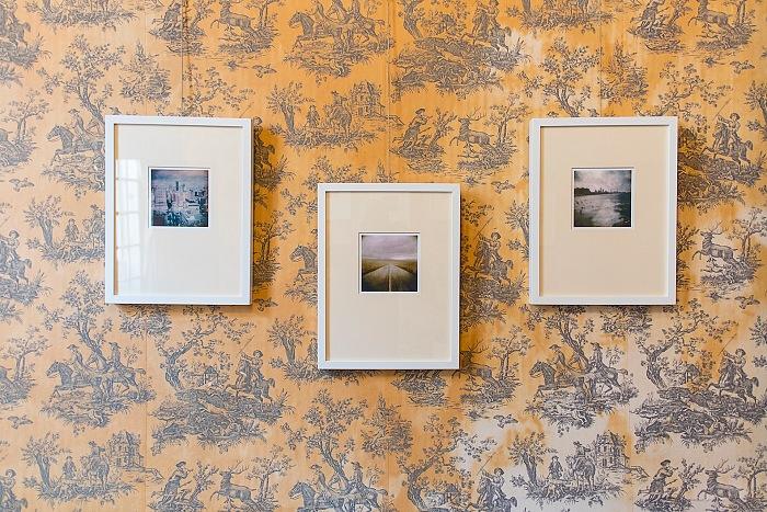 Un dettaglio dell'allestimento della mostra di Enrico Doria presso l'Hôtel Particulier Dervieux di Rles, durante la settimana inaugurale del Voies Off 2016. © Domenico Veneziano.><span style=