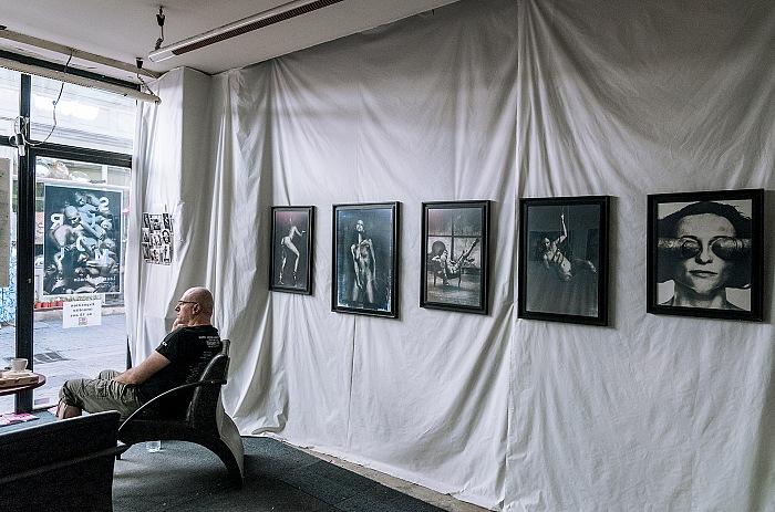 Un dettaglio dell'allestimento della mostra Sur moi di Laurent Benaim. © Stefania Biamonti/FPmag.
