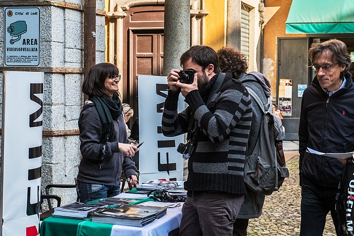 The stand Fujifilm Italia in piazza Broletto, where it is possible to try the Fujifilm equipment in all the weekends of the Festival of Ethical Photography 2016. © FPmag.