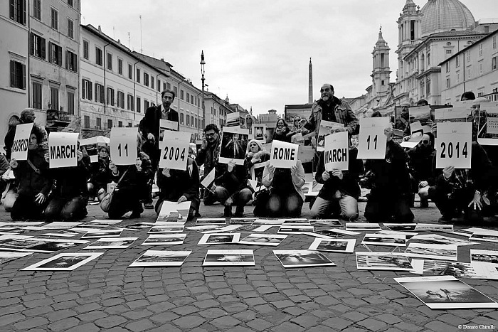 11/04 Madrid 2004 - 11/04 Rome 2014, flash mob a Roma in piazza Navona. © Donato Chirulli/courtesy Association Projet 192.