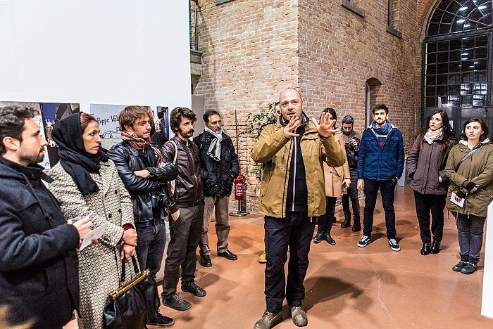 Gianfranco Ferraro durante la visita guidata tenuta in occasione dell'inaugurazione della mostra Il signor Sindaco e la Città futura esposta allo Spazio Thetis nell'ambito di GangCity, evento collaterale ella Biennale di Architettura di Venezia 2016. © FPmag.