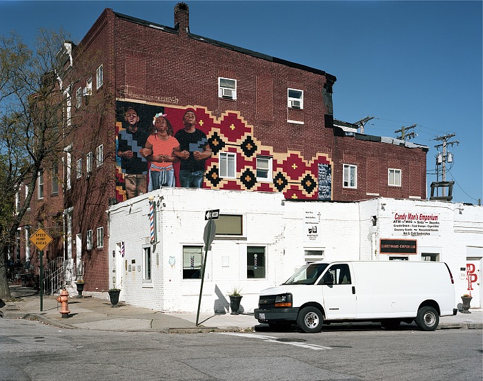 Léa Eouzon, Solidarity, Bat Favitsou Boulandi's wall, Whitelocke Street – Sandtown-Baltimore, November 3th 2015, dalla mostra Frame on the walls. © Léa Eouzan.