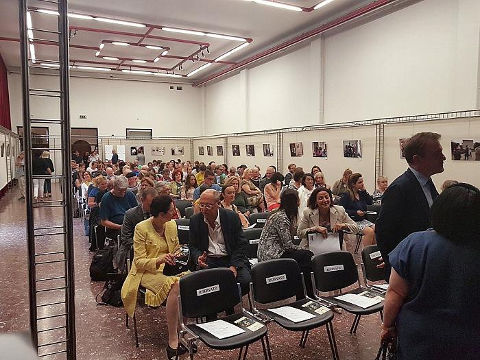Un momento del vernissage della mostra Il signor Sindaco e la città futura di Gianfranco Ferraro presso l'Istituto Italiano di Cultura di Vienna. © Lorenzo Foti