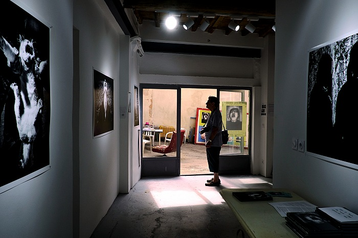 A moment of the visit at A space for Photography. © Salvo Veneziano/FPmag.