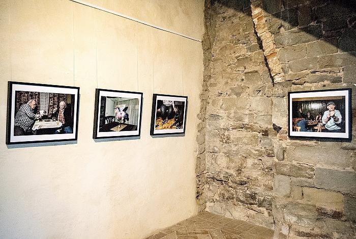 L'allestimento della mostra Golden Days Before They End di Klaus Pichler presso la Fortezza del Girifalco in occasione di Cortona On The Move 2017. © FPmag.