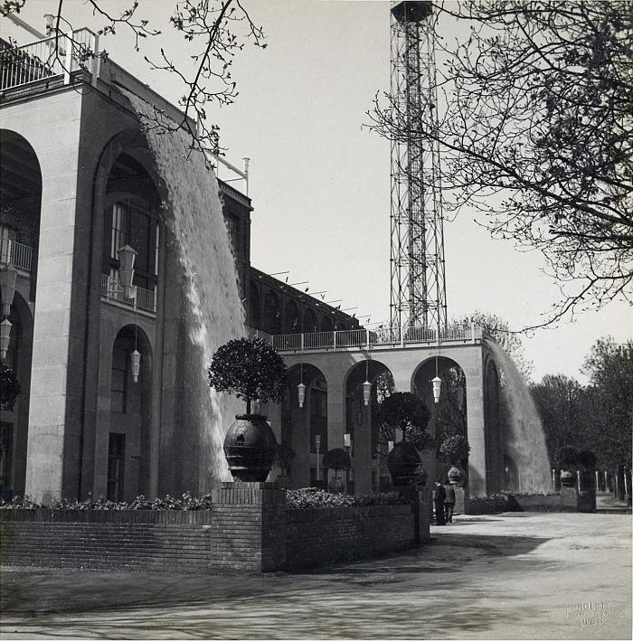 Fontane installate da AEM in occasione della VII Triennale, Milano, 1940. © Antonio Paoletti/Archivio Storico Fotografico AEM.