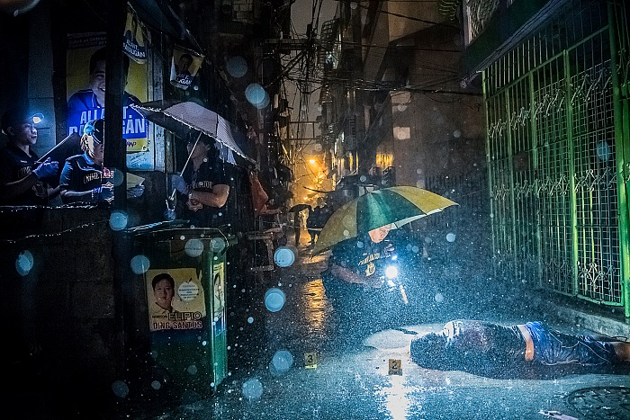 Daniel Berehulak, They Are Slaughtering Us like Animals, General News, first prize stories dalla mostra World Press Photo 2017. © Daniel Berehulak/The New York Times.