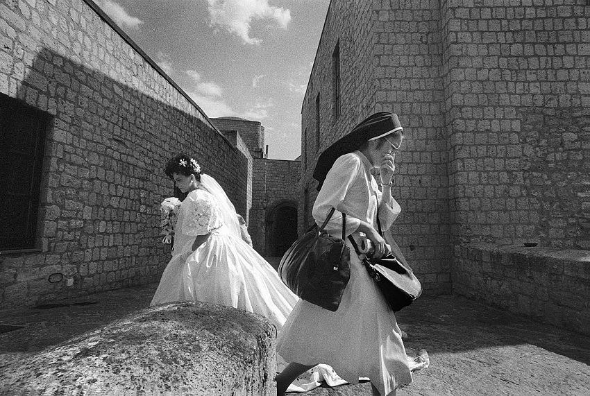Francesco Cito, 1993, Matrimoni napoletani, Le due spose. © Francesco Cito.