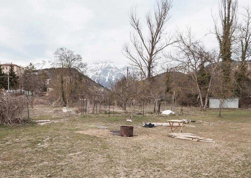 Mario Capriotti, Aprile 2009: 42.334 Nord, 13.334 Est. Terremoto all'Aquila, Frazione di Camarda. © Mario Capriotti.