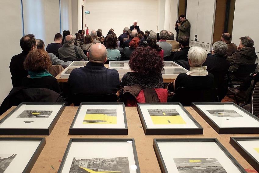 Francesca Minetto, Un momento dell'incontro con Mario Cresci presso il Museo di Fotografia Contemporanea di Cinisello Balsamo. © Francesca Minetto/Museo di Fotografia Contemporanea.