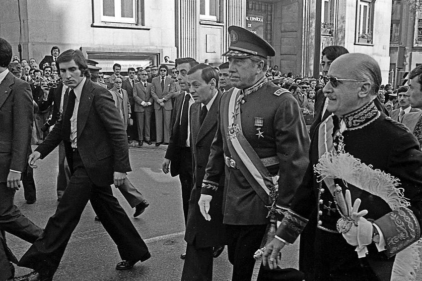 Alberto Roveri, Il funerale di Francisco Franco a Madrid, 1975. © Albert Roveri.