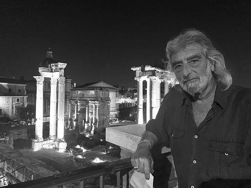 Lisa Borgiani, L'Europa è squallore, Attilio, fotoreporter, Foro Romano, Roma, 2020. © Lisa Borgiani.
