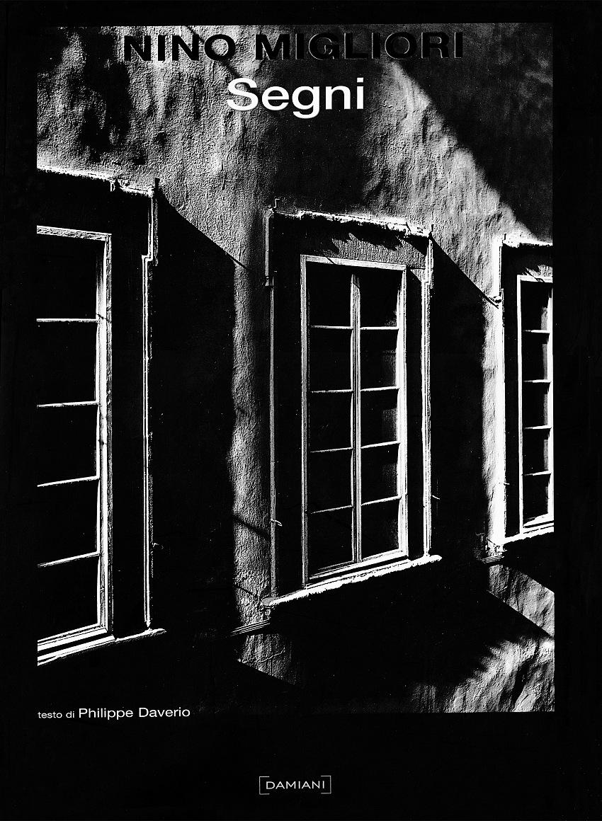 La copertina del catalogo Materia e memoria di Nino Migliori, Damiani, 2004. Courtesy Archivio Pio Tarantini.
