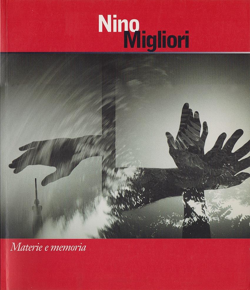 La copertina del catalogo Materia e memoria di Nino Migliori, GAM, 2002. Courtesy Archivio Pio Tarantini.