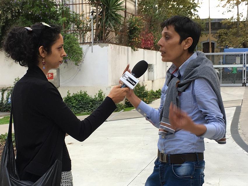 Mazen al Hamdan mentre viene intervistato da RAI News24. © Mimmo Cacciuni Angelone.