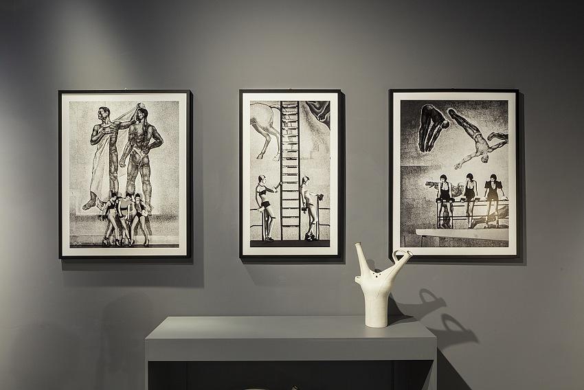 L'allestimento della mostra Le Affinità Elettive di Giovanni Gastel & Ettore Molinario presso la Galleria Rossella Colombari di Milano. © tspace, courtesy Galleria Rossella Colombari.