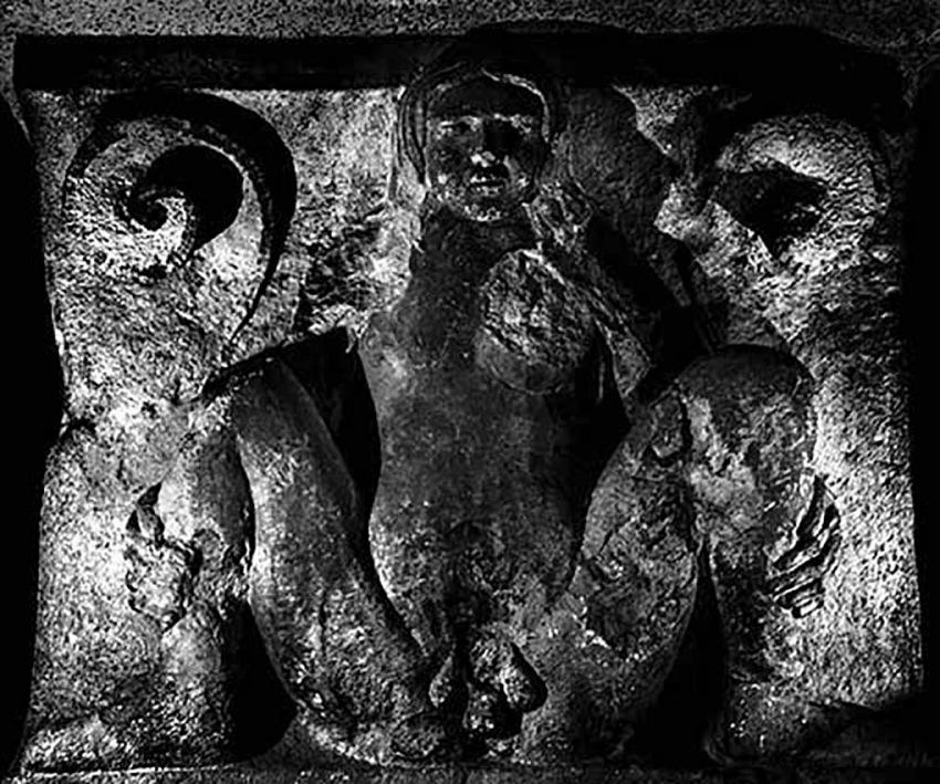 Da Lumen-Metope del Duomo di Modena, L'ermafrodito, 2015. © Nino Migliori.