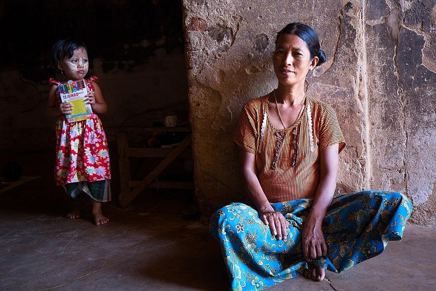 Renato Rognoni, dalla mostra Myanmar (Birmania). Preghiera, tenerezza, tenacia. © Renato Rognoni.