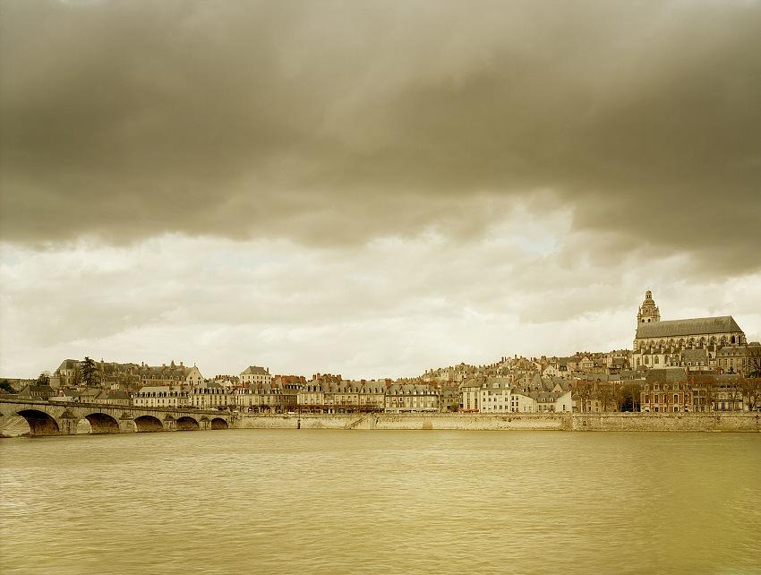 Blois i, 186x238x4cm. © elger esser 2017/courtesy galleria alessandra bonomo.