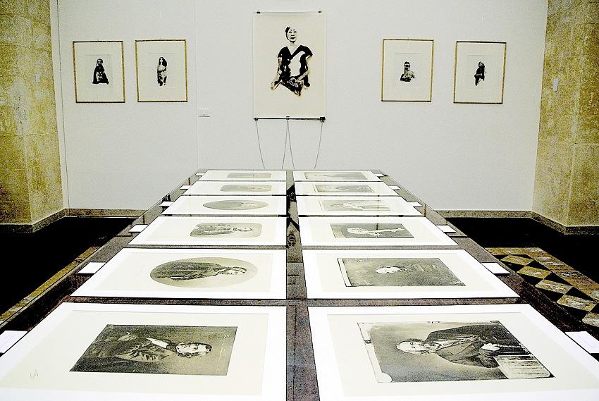 Aldo Palazzolo, l'allestimento della mostra Chiedi alla luce – Nadar Portraits Aldo Palazzolo Liquid_Light. © Aldo Palazzolo.