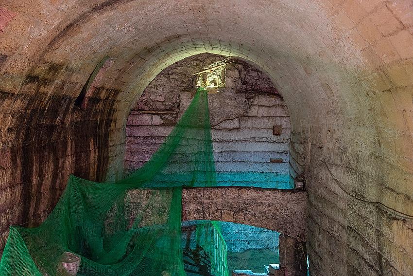 Pio Tarantini, Interno di una grotta ipogea. Taranto. © Pio Tarantini.