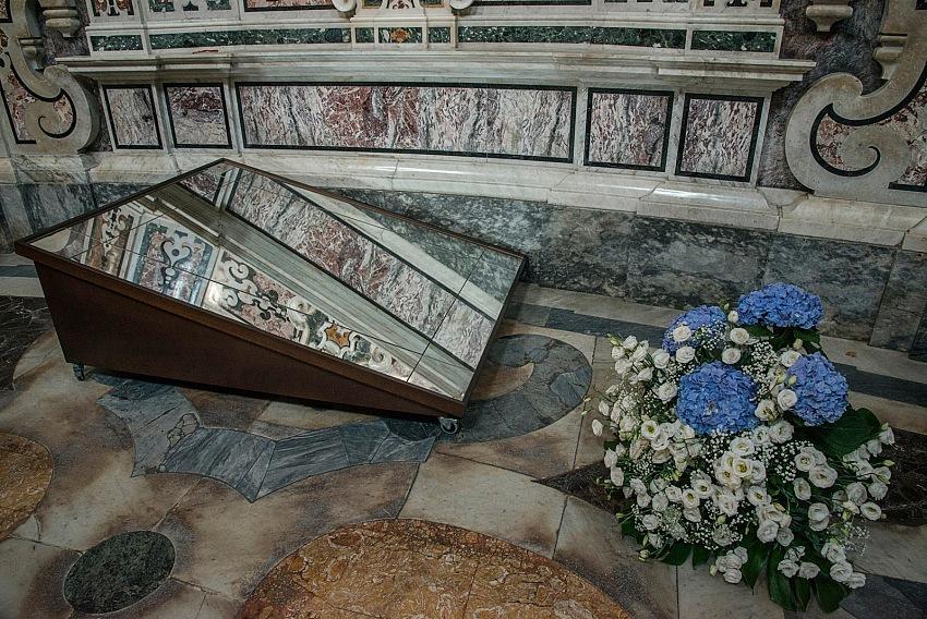 Pio Tarantini, All'interno della Cattedrale, Taranto. © Pio Tarantini.
