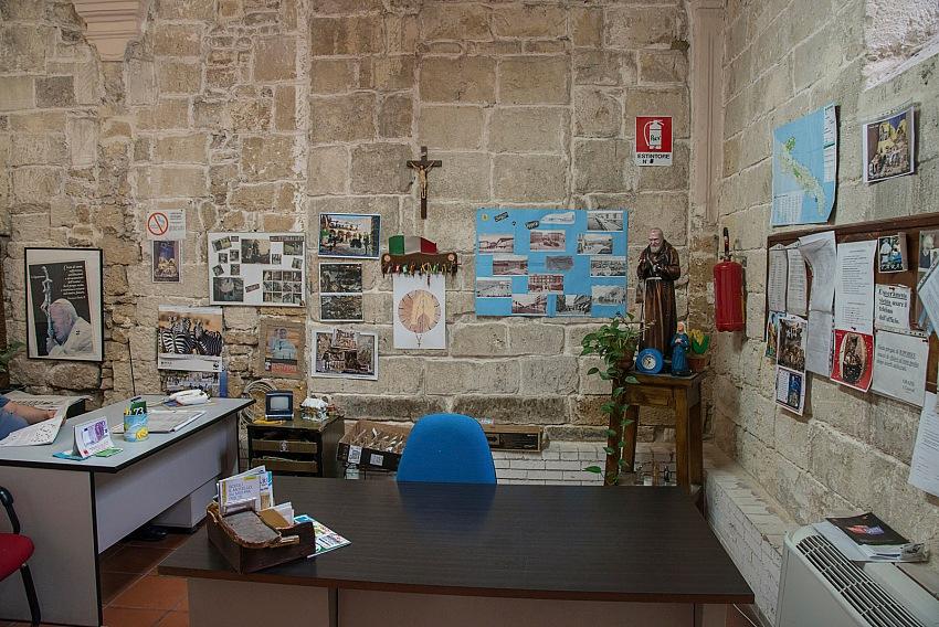 Pio Tarantini, Reception degli uffici del Palazzo ex Convento di Santa Chiara, Taranto. © Pio Tarantini.