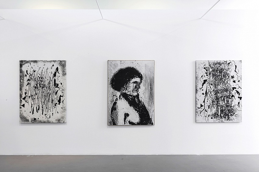 Un dettaglio della mostra di Nino Migliori presso la Galleria M77 di Milano. © Lorenzo Palmieri.