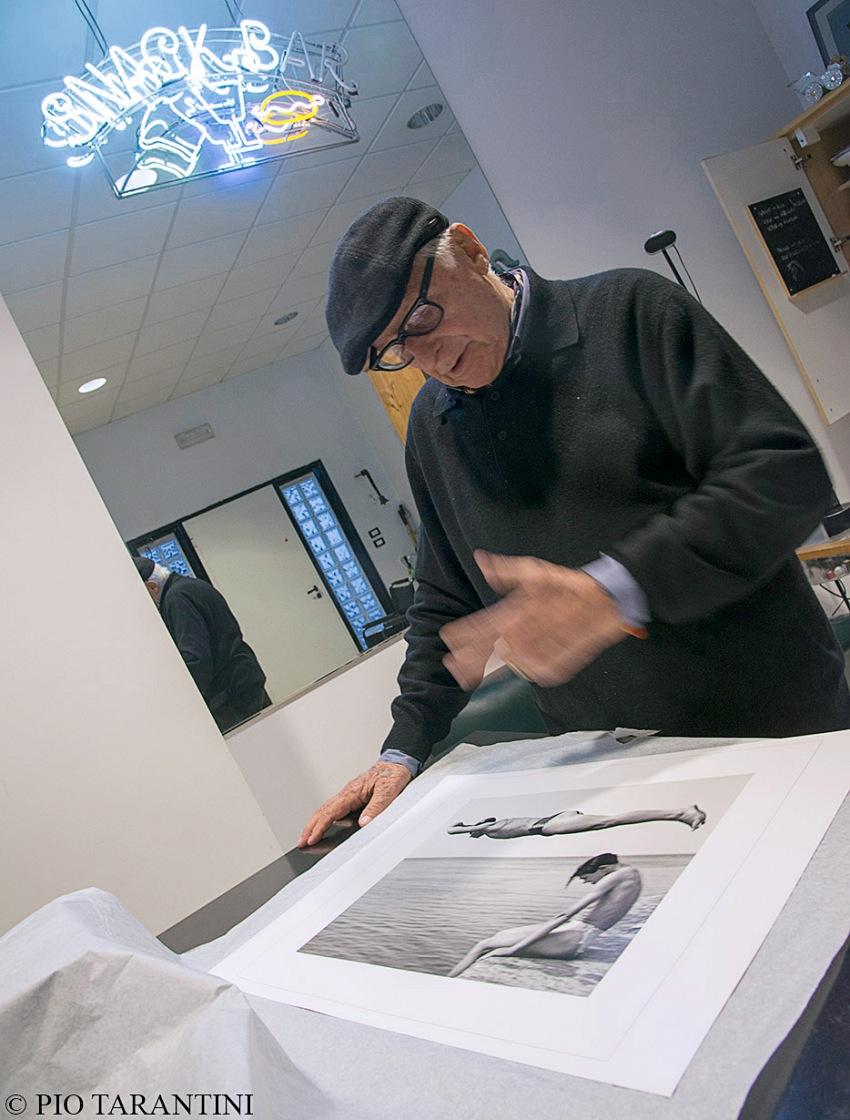 Nino Migliori nel suo studio, Bologna, ottobre 2017. © Pio Tarantini.